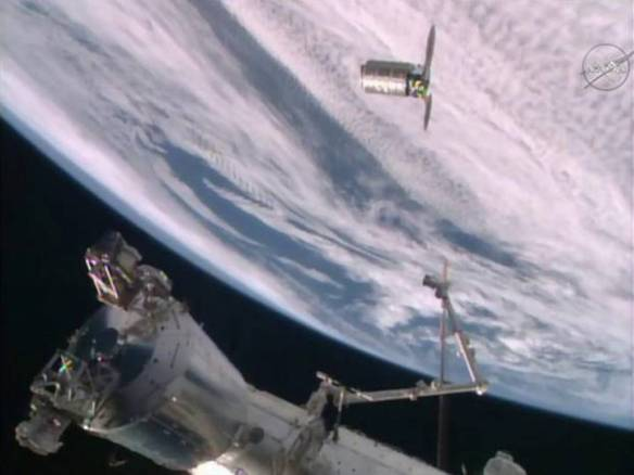 Cygnus Capsule arrives ISS copy